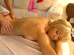 Massaging Jessica Lynn and drilling her restless cunt