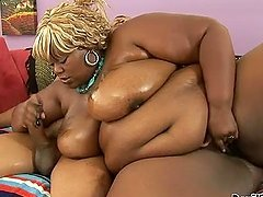 Thunder katt the fat Black babe sucks big dick with pleasure
