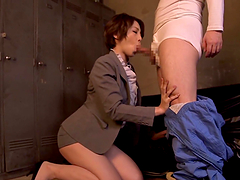 Japanese milf Tamaki Nakaoka pays for her car with a blowjob