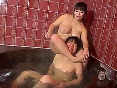 BBW handjob in the bathtub from a lovely Asian milf