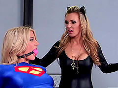 Tanya Tate the super lesbian moaning while worked on with toys
