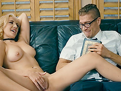 Geeky fellow gets lucky with a dick craving blonde sex bomb