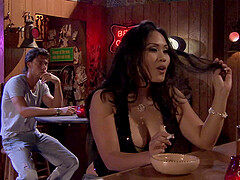 Jessica Bangkok and her wild new vfriend enjoy fuck in the night bar